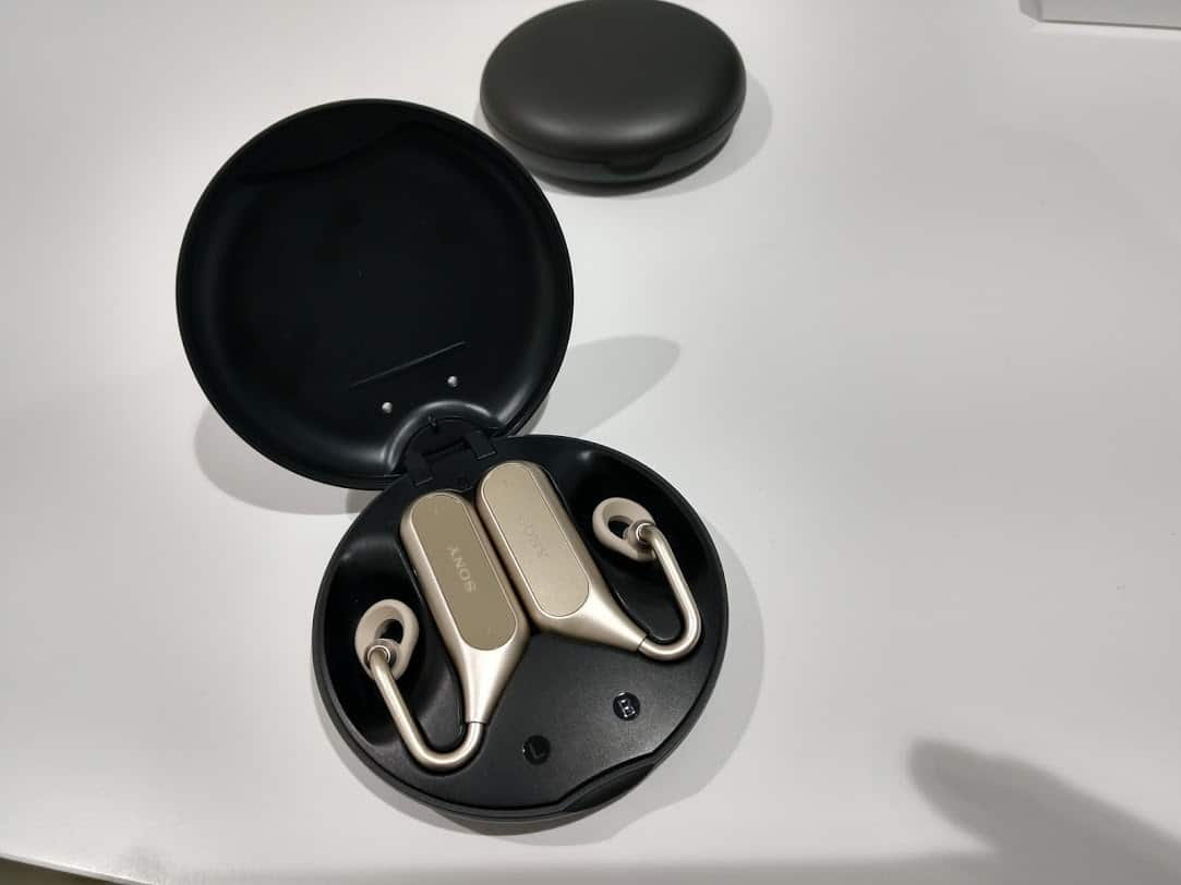 Sony Xperia Ear Duo Hands On Review #MWC2018 6
