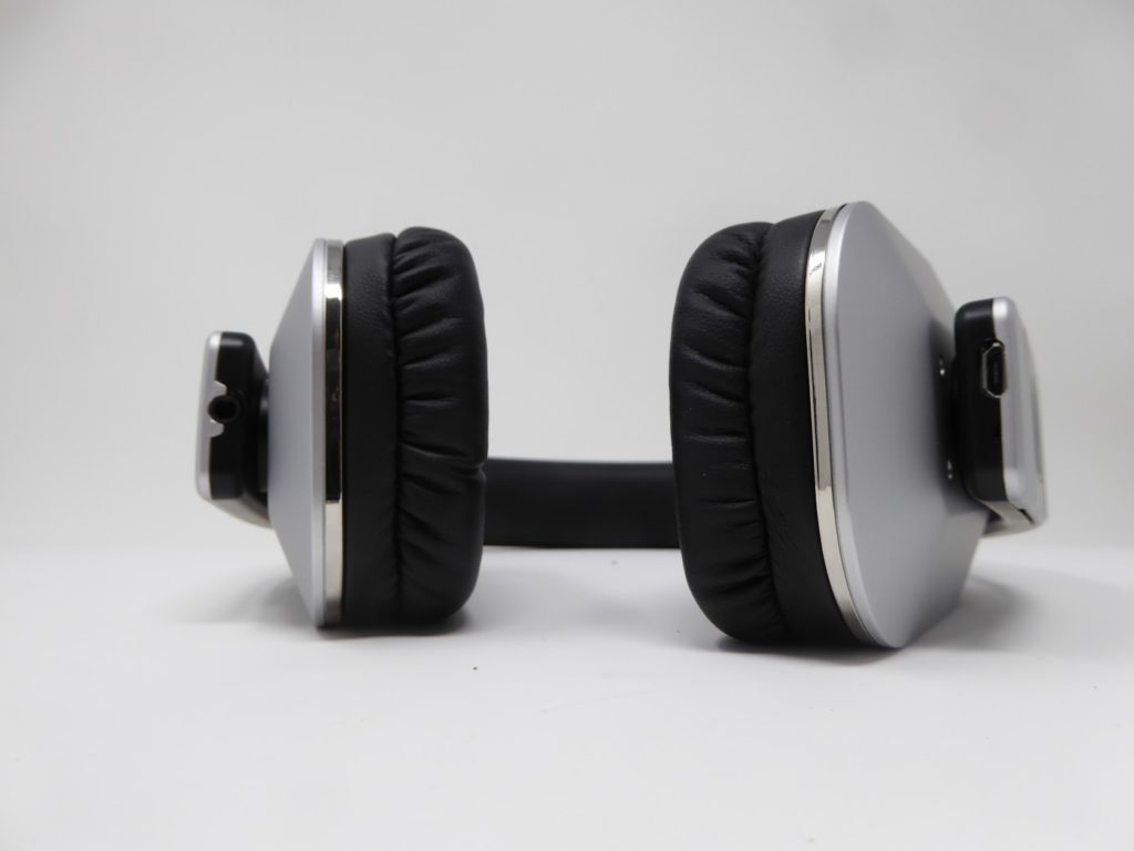 August EP650 Bluetooth Headphones Review 3