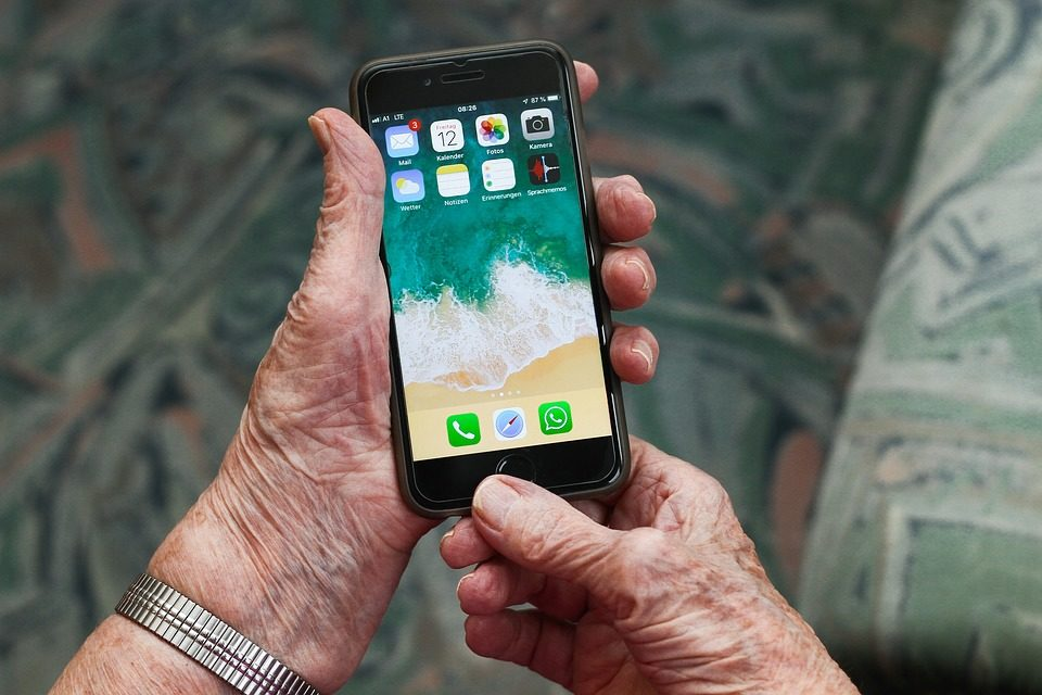 Top Features Mobile Phones For Seniors Should Have