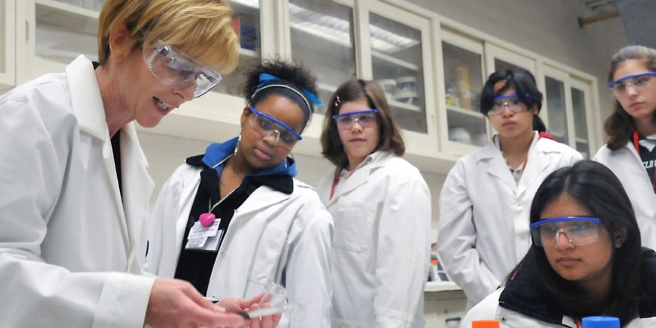 5 Easy Steps to Retaining Women to Science and Technology Classrooms