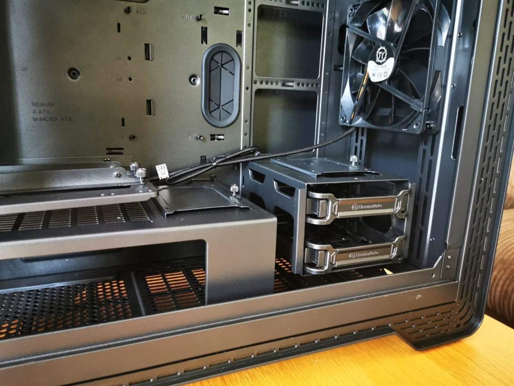 Thermaltake S500 TG Mid-Tower Steel Chassis vs £210 A500  - Is this £100 case a better buy? 6