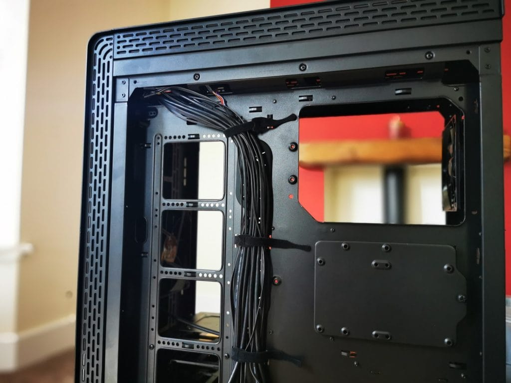 Thermaltake S500 TG Mid-Tower Steel Chassis vs £210 A500  - Is this £100 case a better buy? 3