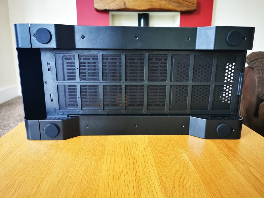Thermaltake S500 TG Mid-Tower Steel Chassis vs £210 A500  - Is this £100 case a better buy? 2