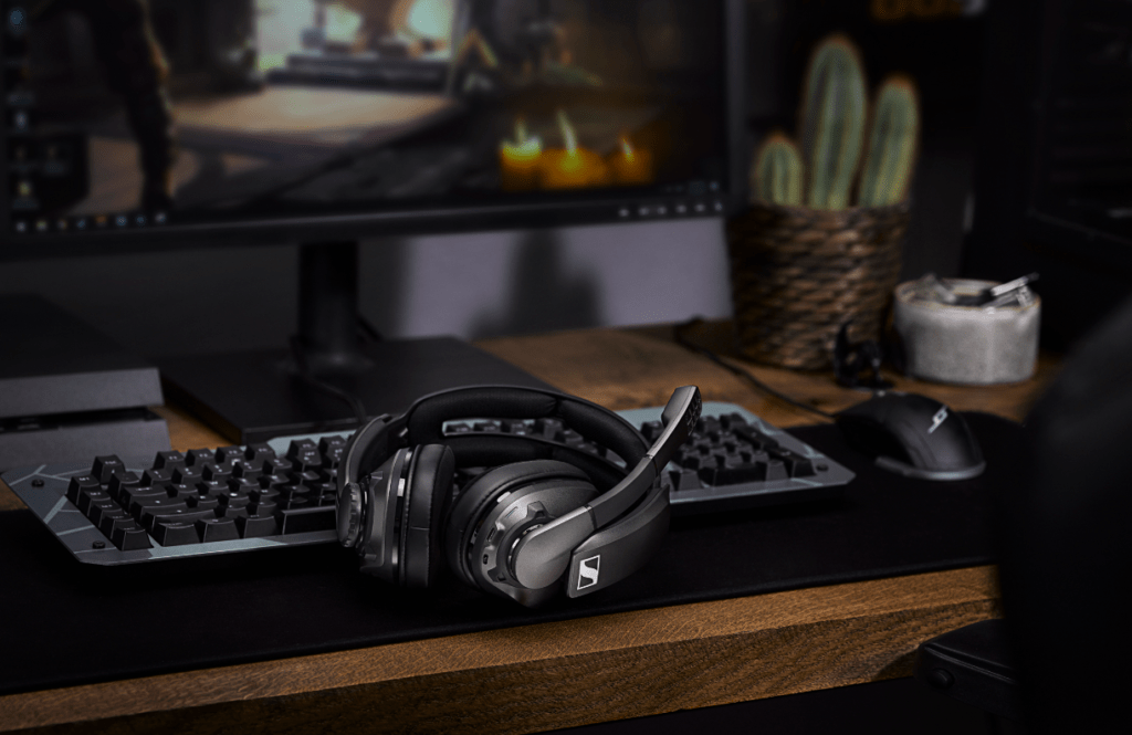 Sennheiser GSP 370 Wireless Gaming Headset Offers 100 Hours of Low Latency Audio for PC & PS4 4