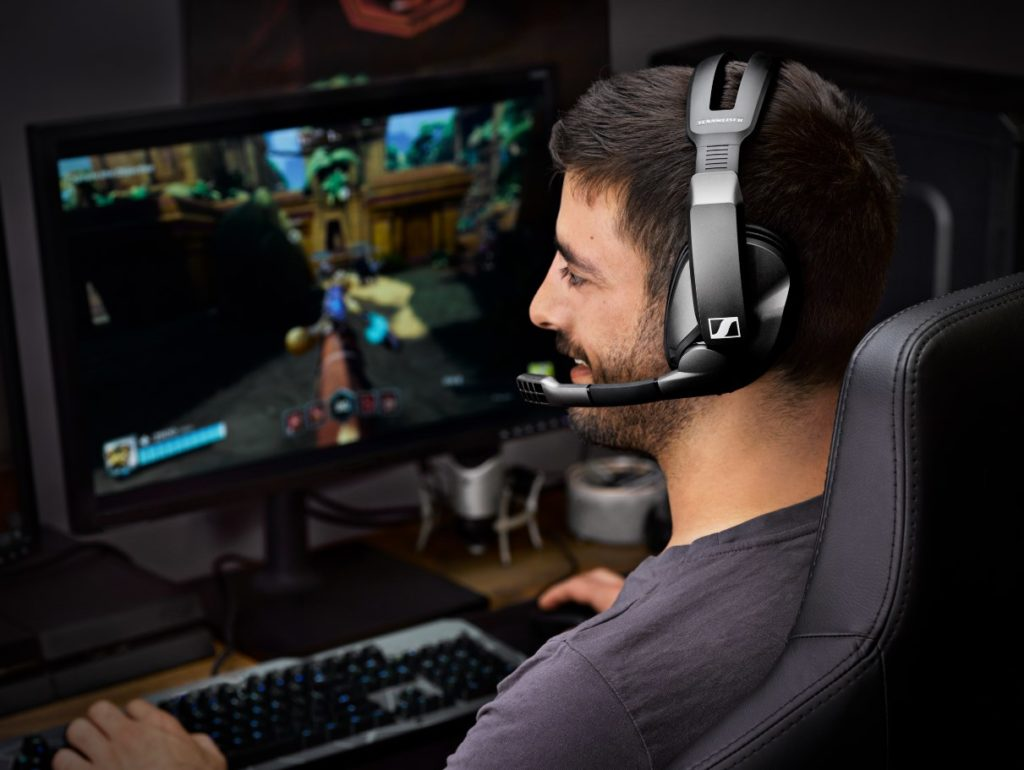 Sennheiser GSP 370 Wireless Gaming Headset Offers 100 Hours of Low Latency Audio for PC & PS4 3