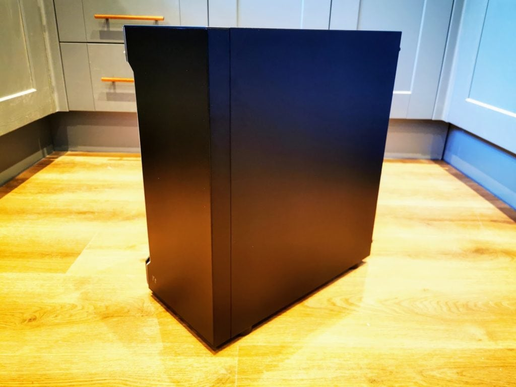 Thermaltake H200 Tempered Glass Case Review – An attractive budget case with a RGB Light Strip 9