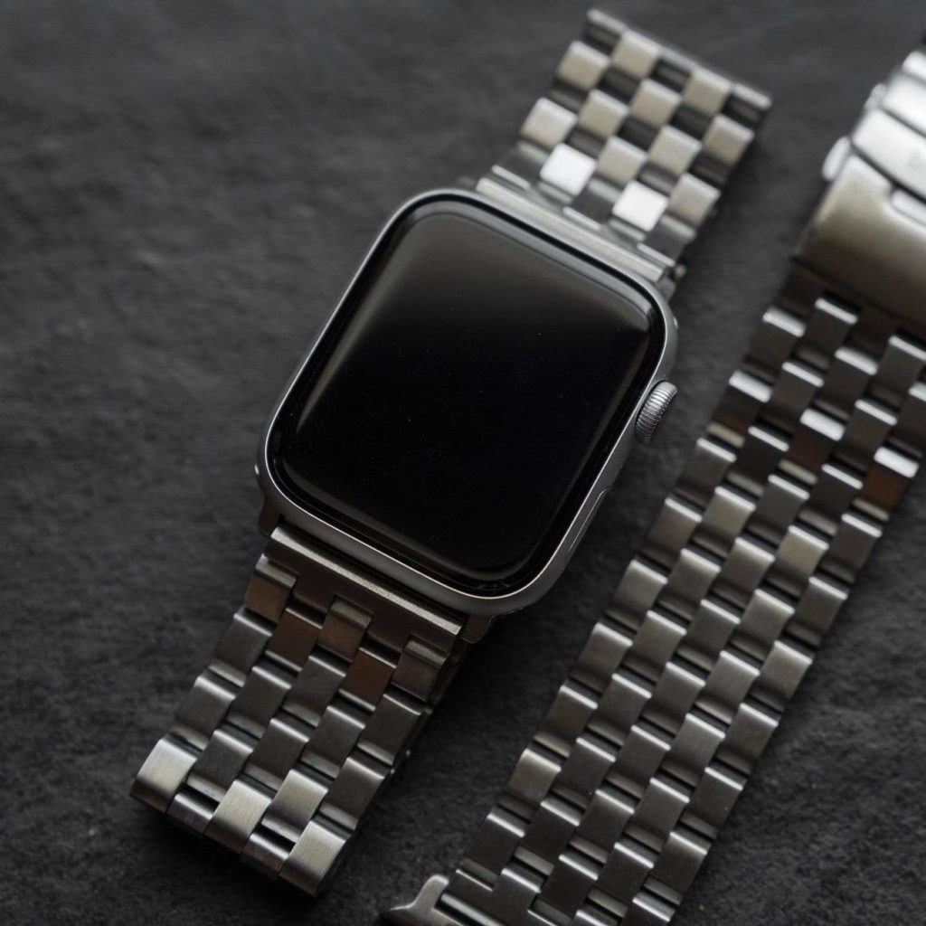 Different Types of Watch Bands: What you Need to Know & will they fit on a smartwatch like Apple or Garmin 6