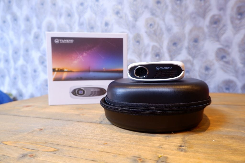 Vankyo Burger 101 Pico Projector Review - A 280g projector with screen mirroring, ideal for travel 4