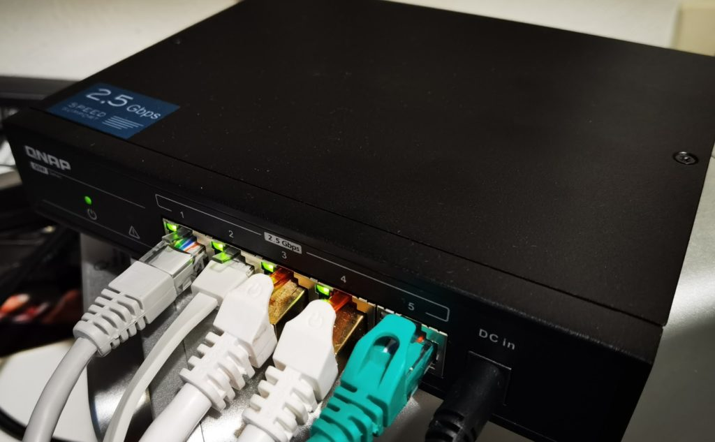 QNAP QSW-1105-5T 5 Port 2.5Gbps Switch Review – The cheapest way to get multi-gig Ethernet right now 3